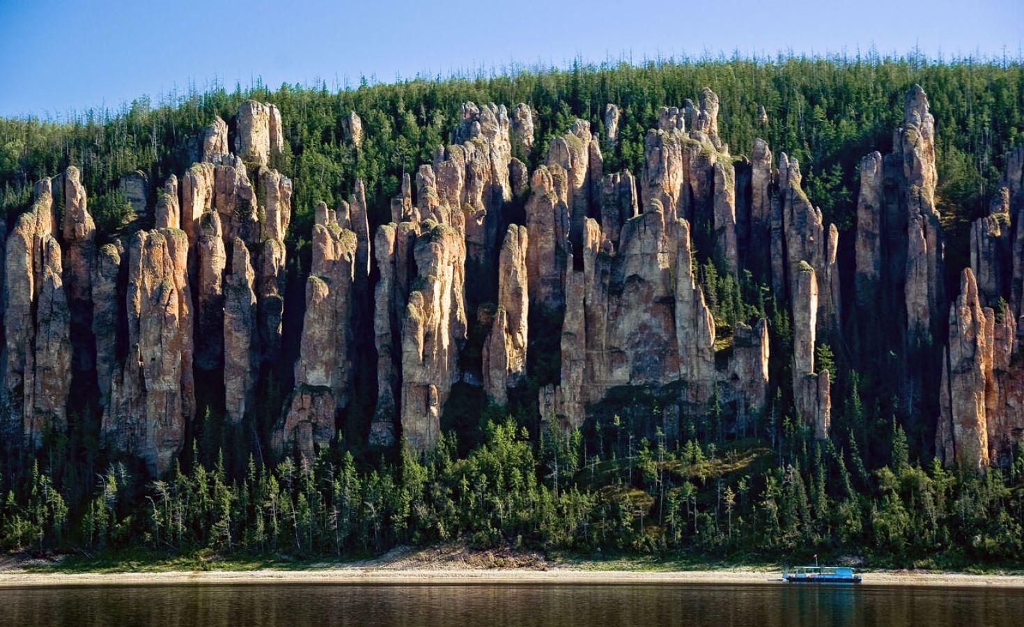 Скалы Ленские столбы