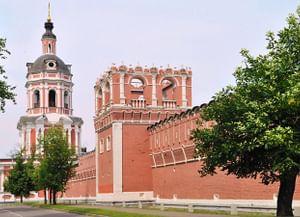 Надвратная Тихвинская церковь Донского монастыря