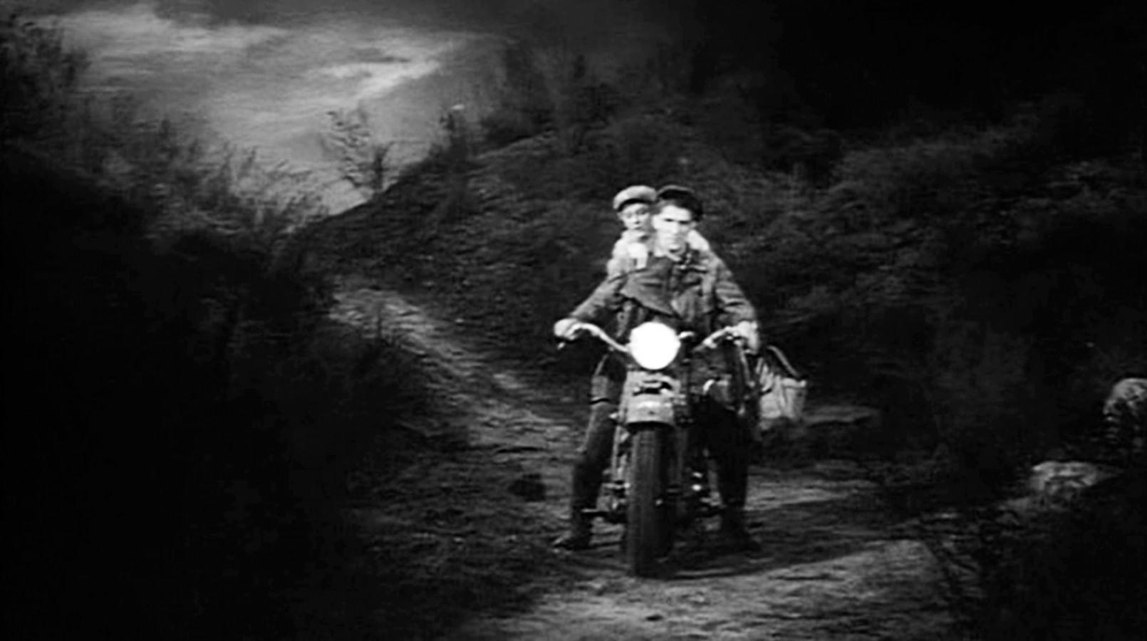 Кадры из фильма «Трактористы»