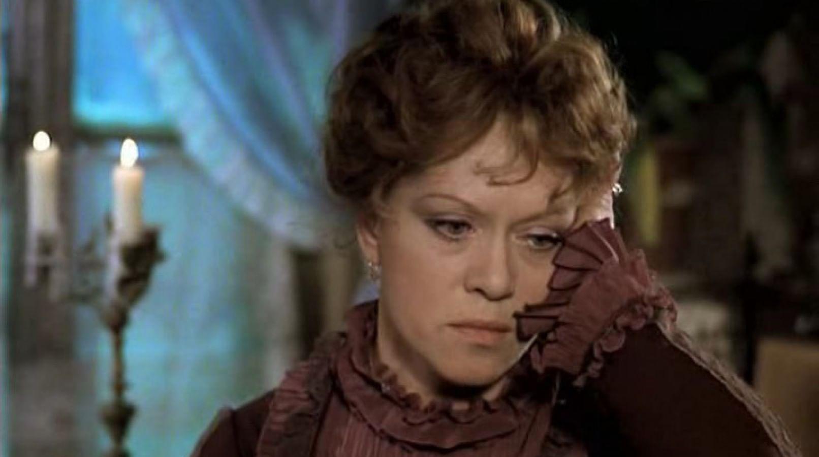 Кадр из фильма «Жестокий романс»