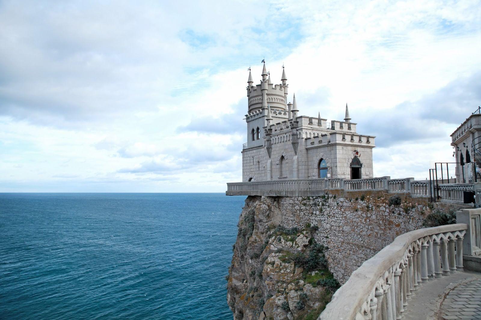Замок Ласточкино гнездо в Крыму: описание с фото