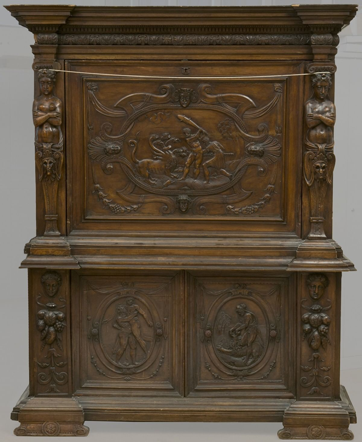 Реставрация шкафа из Ярославского музея