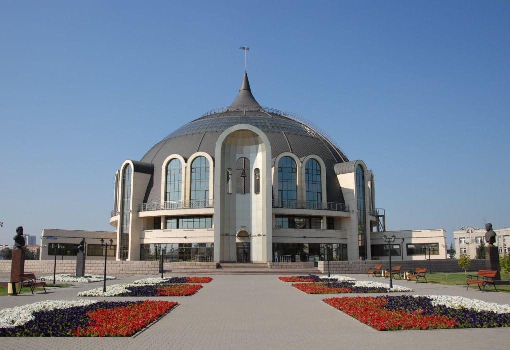 Церемония передачи в музей оружия главных реликвий города-героя.