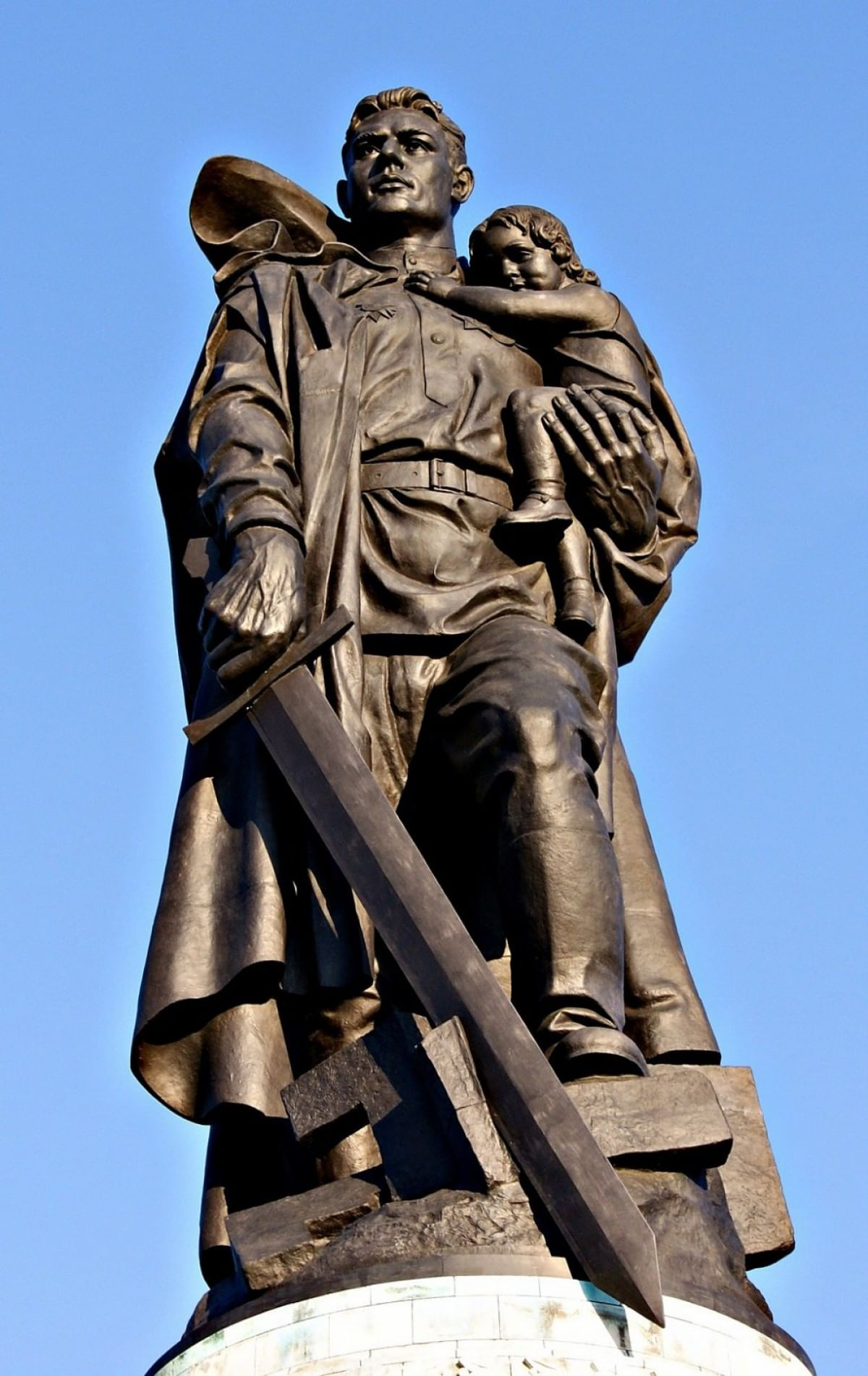 Картинки по запросу памятник воину освободителю в берлине