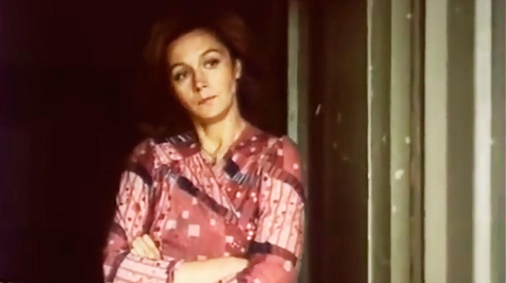 Кадр из фильма «Одинокая женщина желает познакомиться»