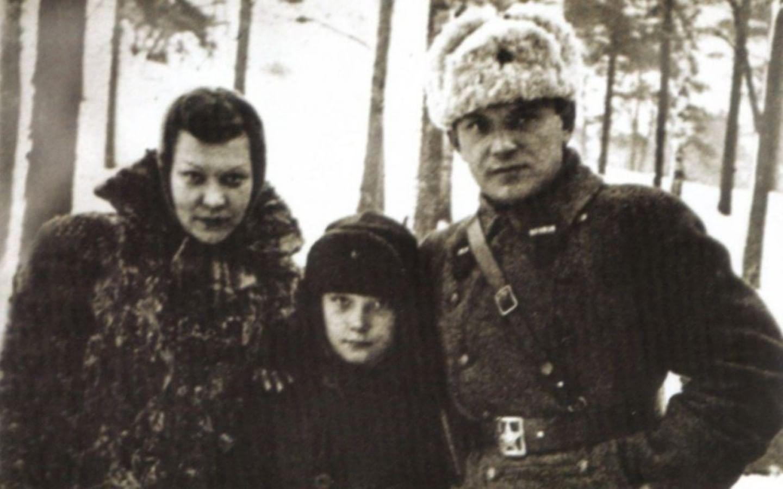 Клавдия Шульженко и Владимир Коралли с сыном Гошей