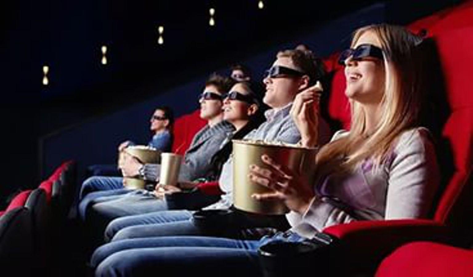 В театр можно надеть самое красивое платье, а в кино приходят в джинсах