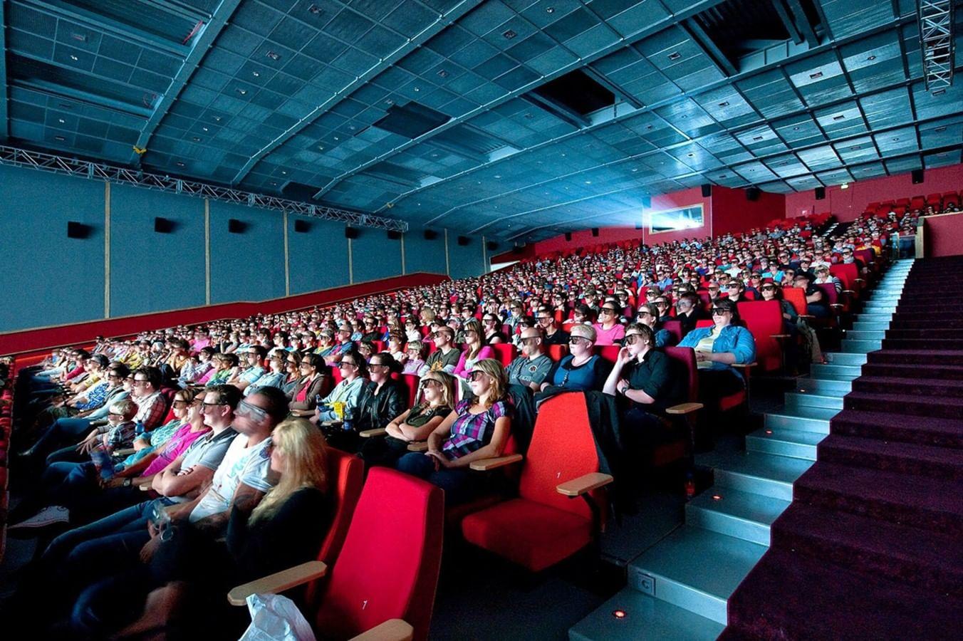 В театре есть антракт, а в кино его нет