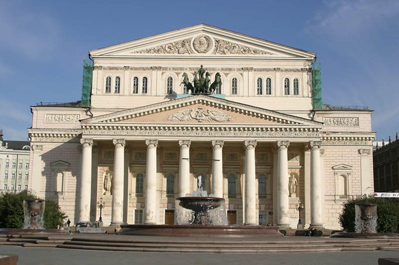 Театры чаще располагаются в исторических зданиях, чем кинотеатры