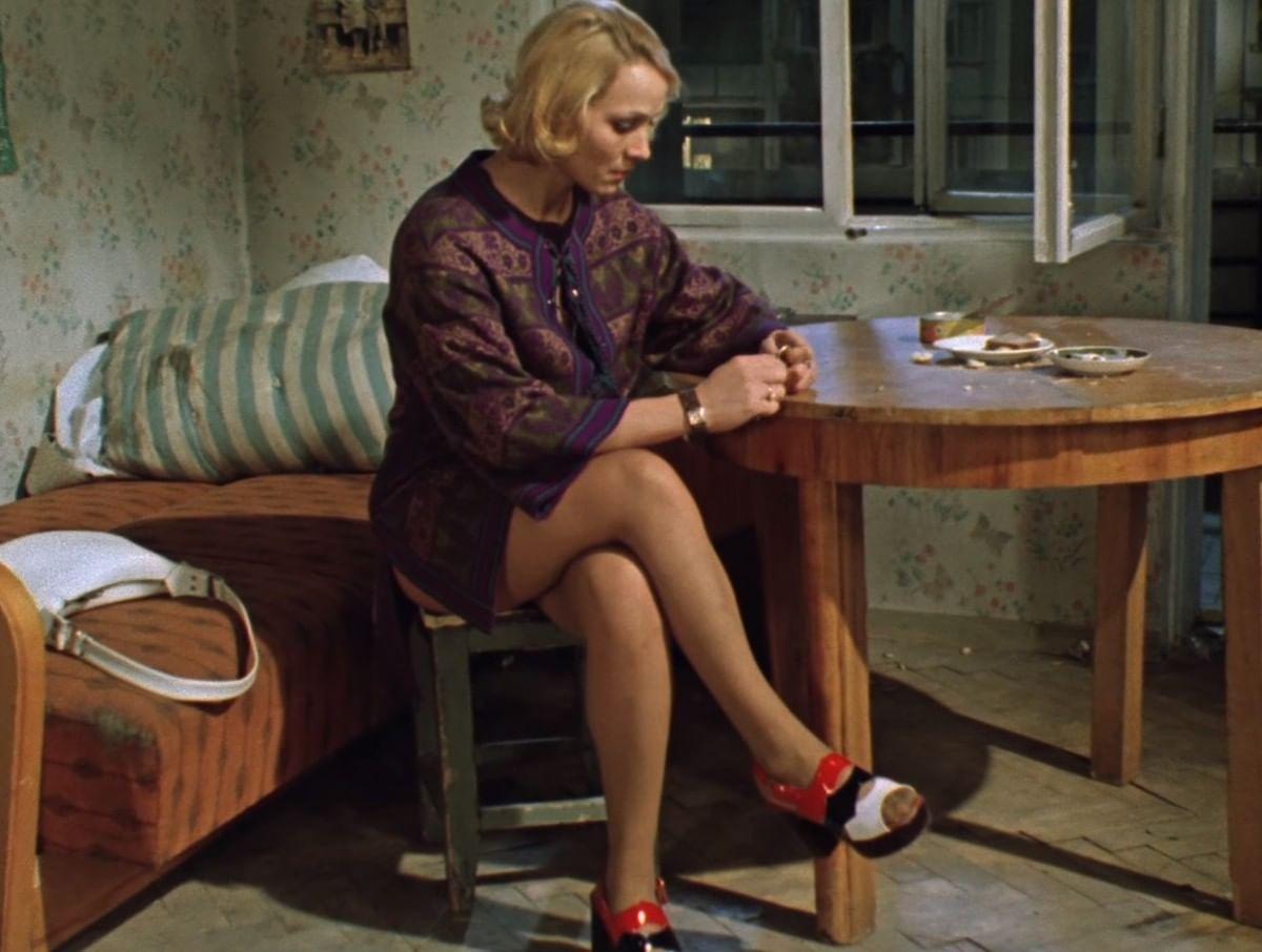 6bf7b67d309 История мини-юбки в советском кино  «Бриллиантовая рука»