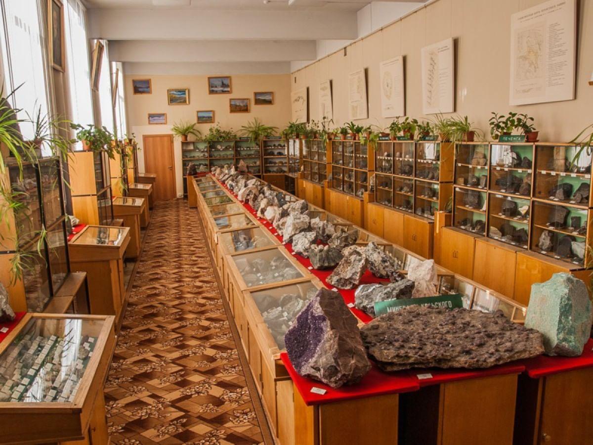 Музей геологии и минералогии им. И. В. Белькова ГИ КНЦ РАН.