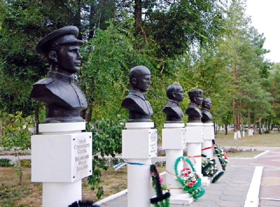 картинка памятники родина мать павловск воронежская область всемирном потопе являются