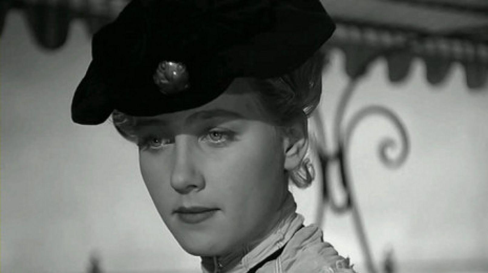 Кадры из фильма «Дама с собачкой» ч.1