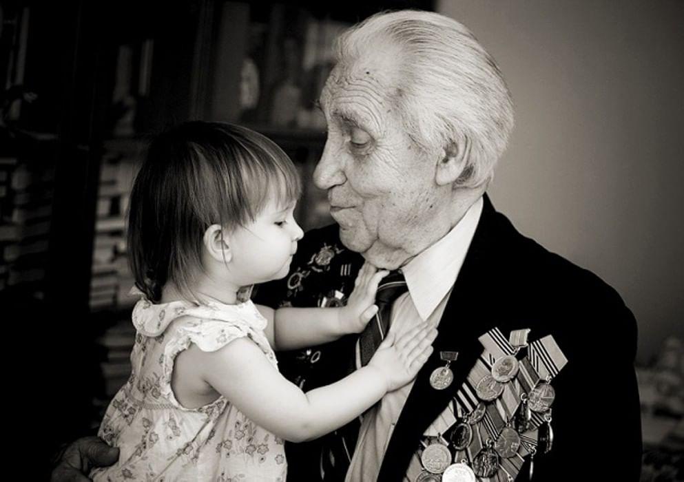 картинка с белым дедом всего, стоит