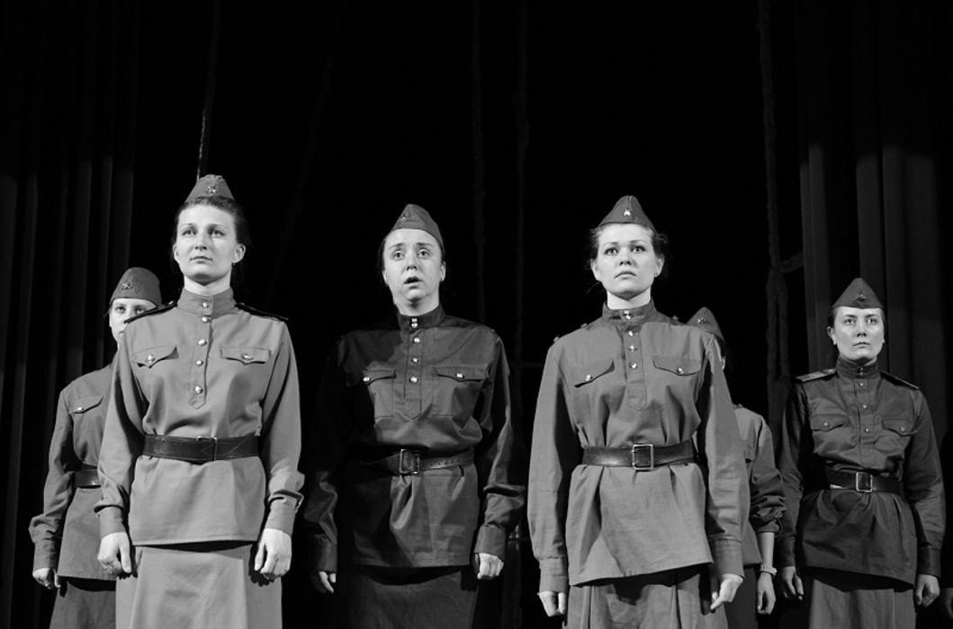 У войны  не женское лицо  Алексиевич Светлана