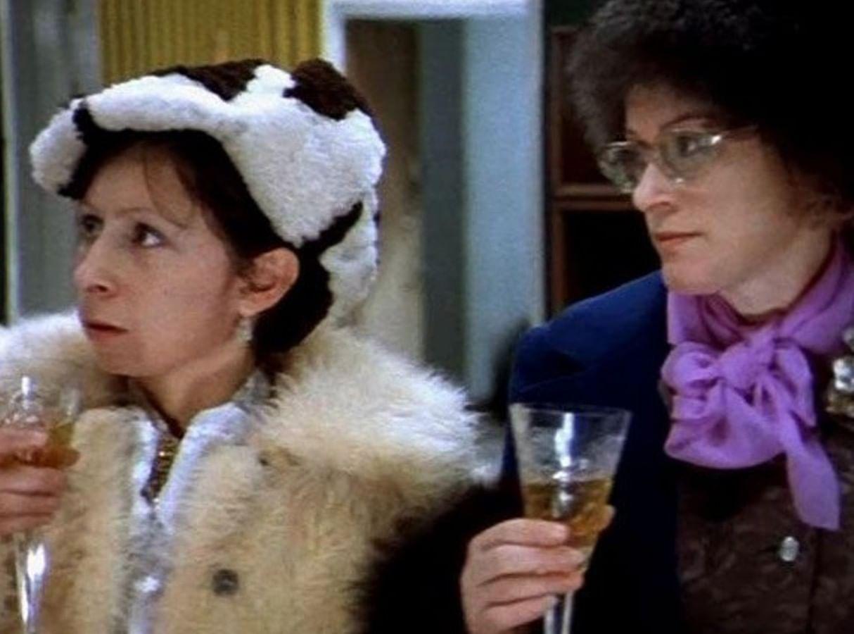 Кадр из фильма «Ирония судьбы, или С легким паром!» (1975)