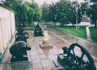 Экспозиция крупногабаритной техники уральских заводов