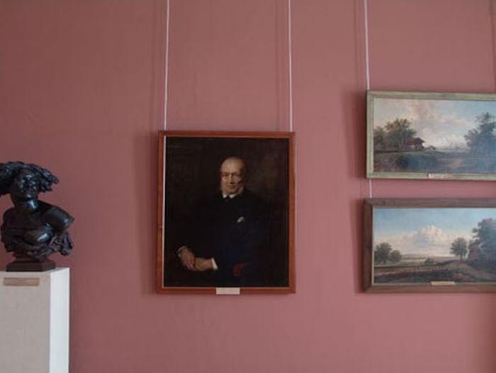 Экспозиция русского и зарубежного искусства в купеческом особняке