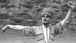 15 июля— день рождения Махмуда Эсамбаева