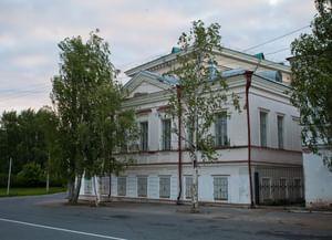 Старинный особняк на Набережной