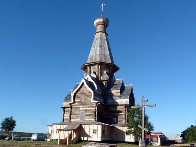 Церковь Успения Богородицы в селе Варзуга