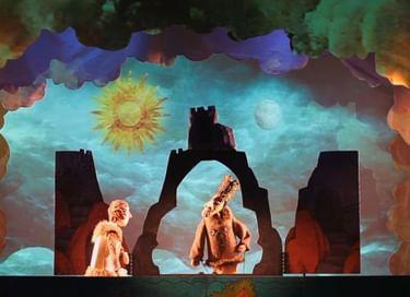 Спектакль «На восток от солнца, на запад от луны»