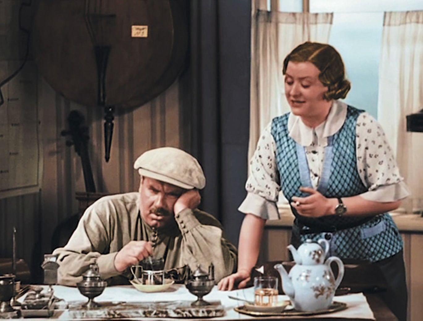 Мария Миронова в роли секретарши Зои Ивановны в фильме «Волга-Волга» (1938)