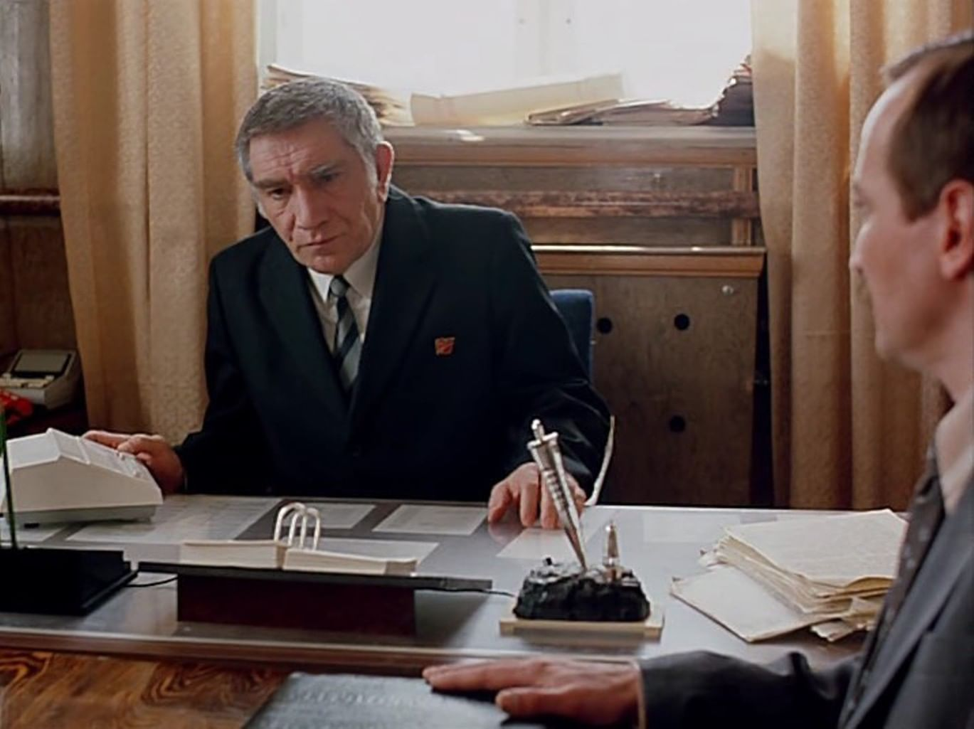 Елена Аржаник в роли секретарши Нины в фильме «Город Зеро» (1988)