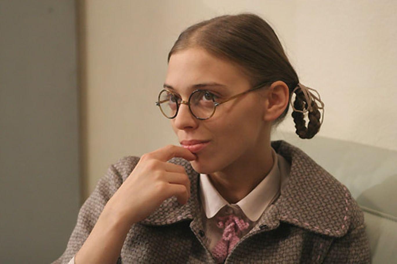 Нелли Уварова в роли Кати Пушкаревой в телесериале «Не родись красивой» (2005)
