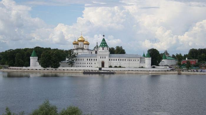 Троицкий Ипатьевский мужской монастырь в Костроме