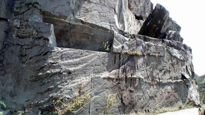 Петроглифический комплекс Калбак-Таш в Республике Алтай