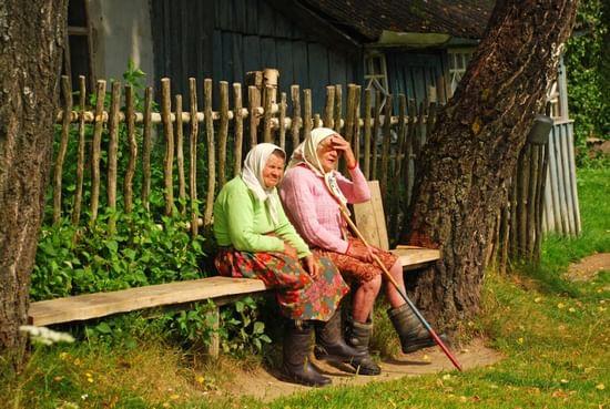 деревенские девушки на лавочках фото