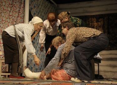 Спектакль «Семейный портрет с посторонним»