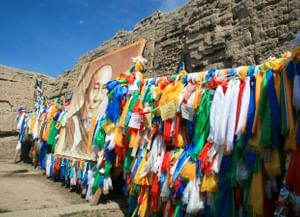 Сакральные места долины р. Верхний Ишкин (Тыва): локальный фольклор и традиции поклонения
