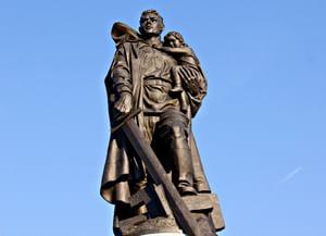 Памятники подполковника Вучетича