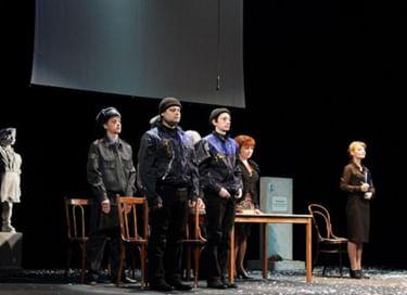 Спектакль «Русский и литература»