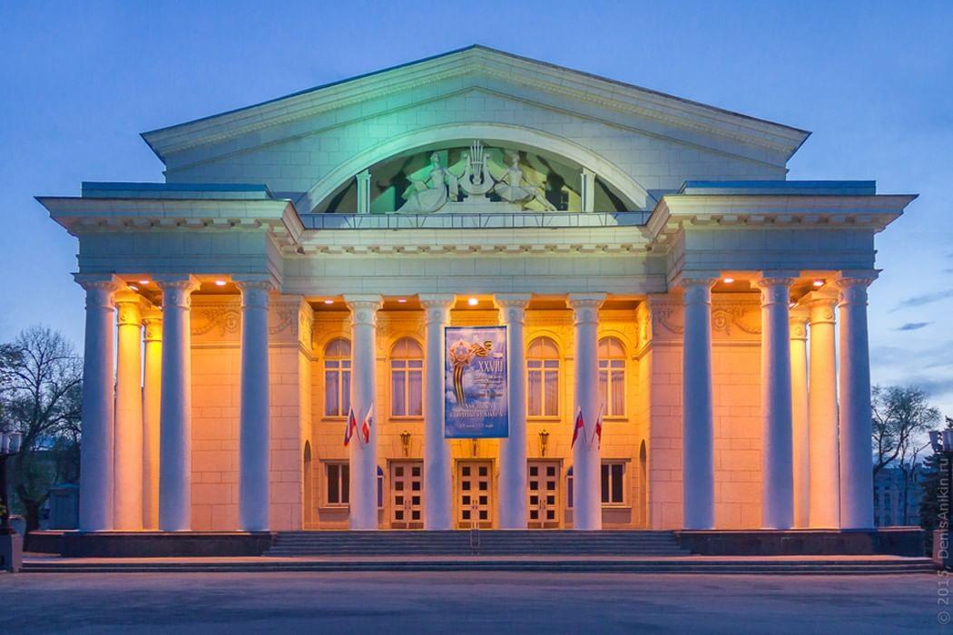 Картинки по запросу театр оперы и балета саратов