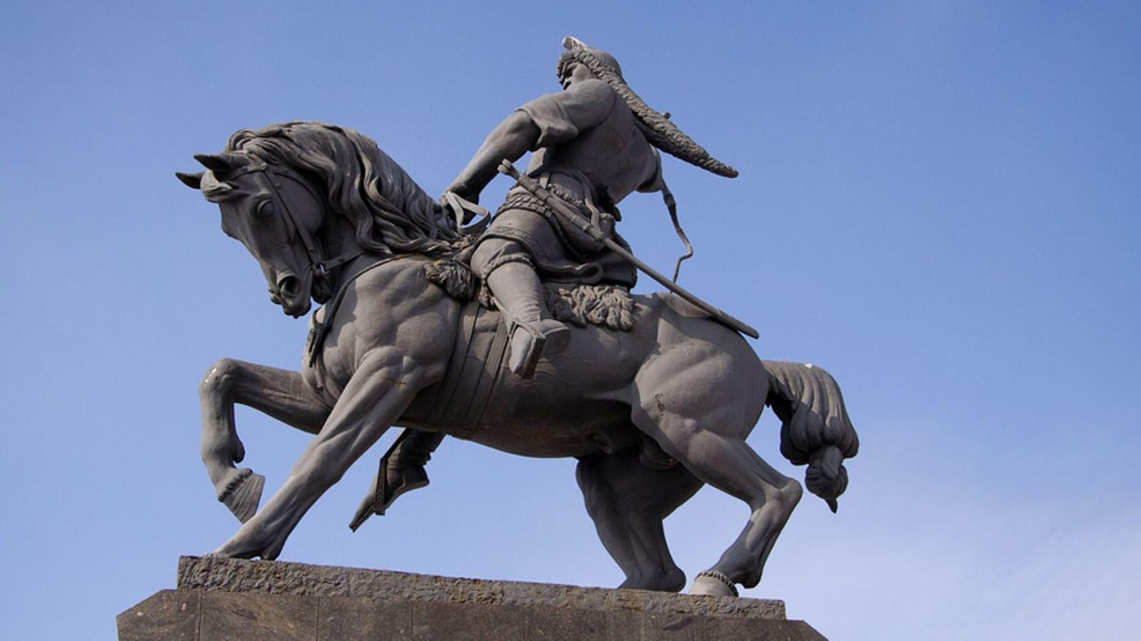 Памятник салавату юлаеву символ столицы уфа ритуальные памятники цена симферополь