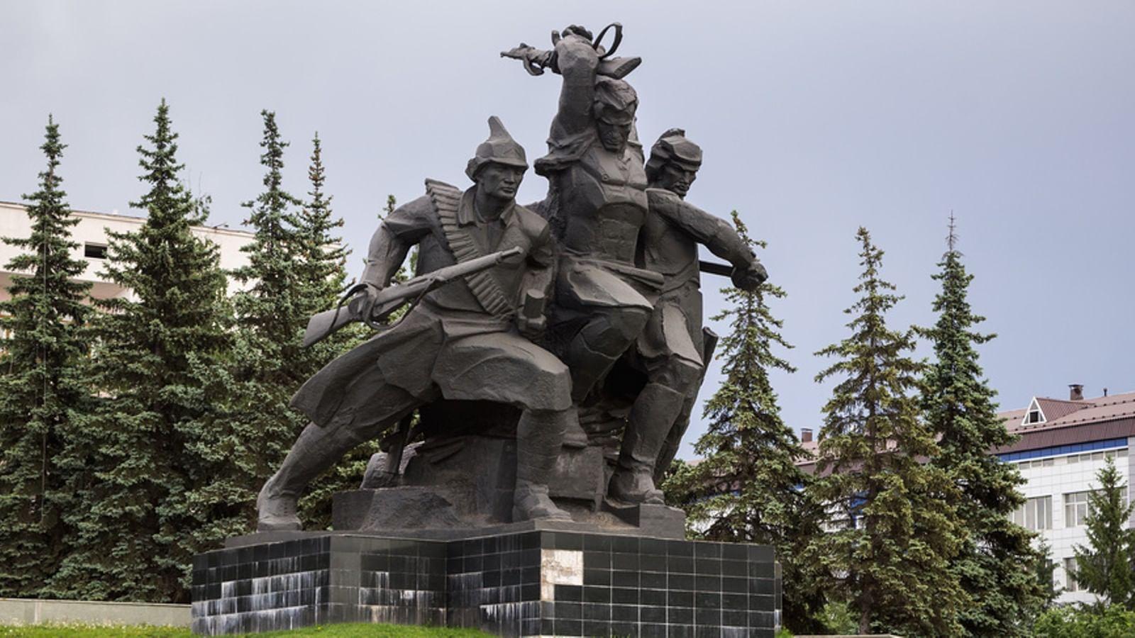 Памятники в спб посвященные октябрьской революции надгробные памятники фото и цена в здолбунове