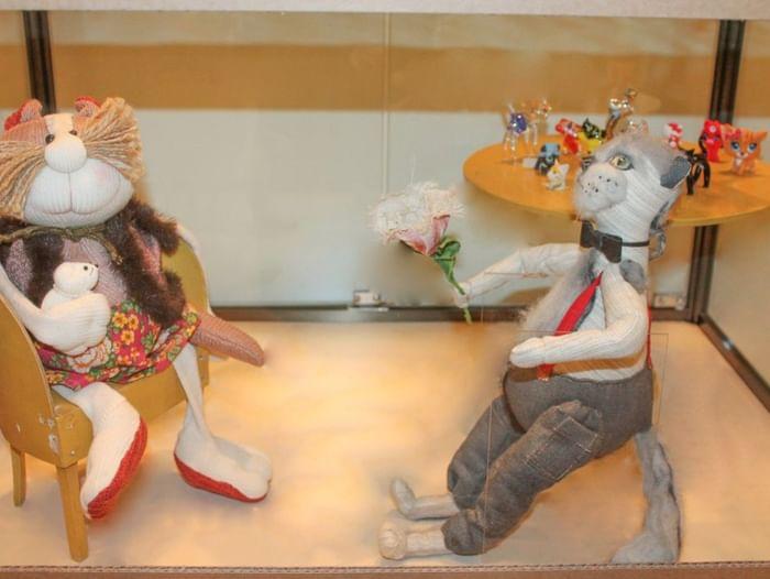 Выставка «Сидит кошка на окошке»