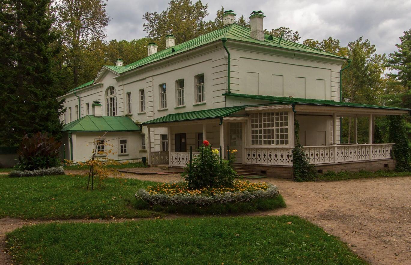 Русские писатели на сцене домашних театров. Галерея 3. Лев Толстой