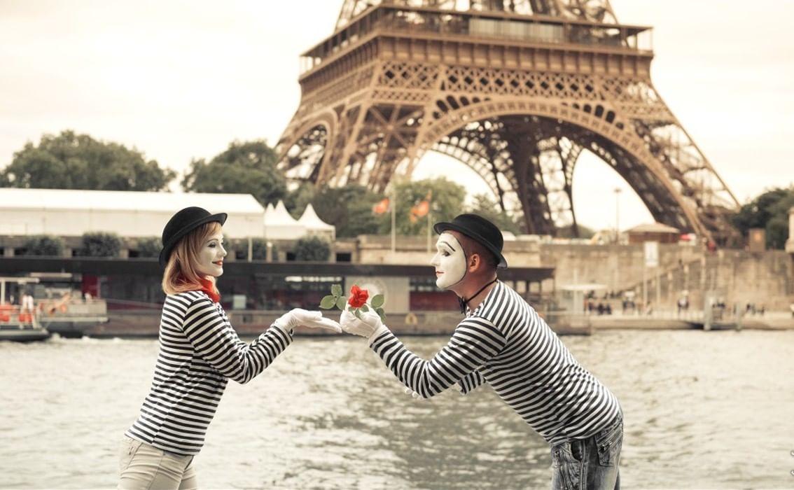 гостиницы французские люди фото столах вино искрится