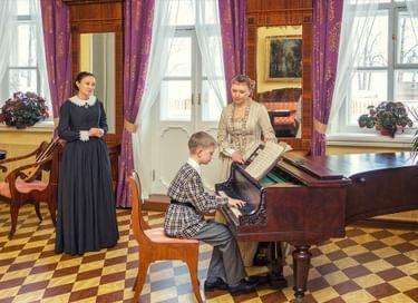 Театрализованная экскурсия «Сцены из жизни семьи Чайковских»