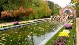 Весна в садах и парках