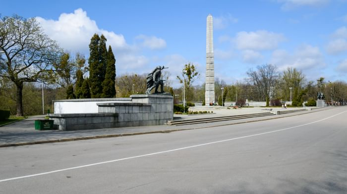 Памятник 1200 гвардейцам