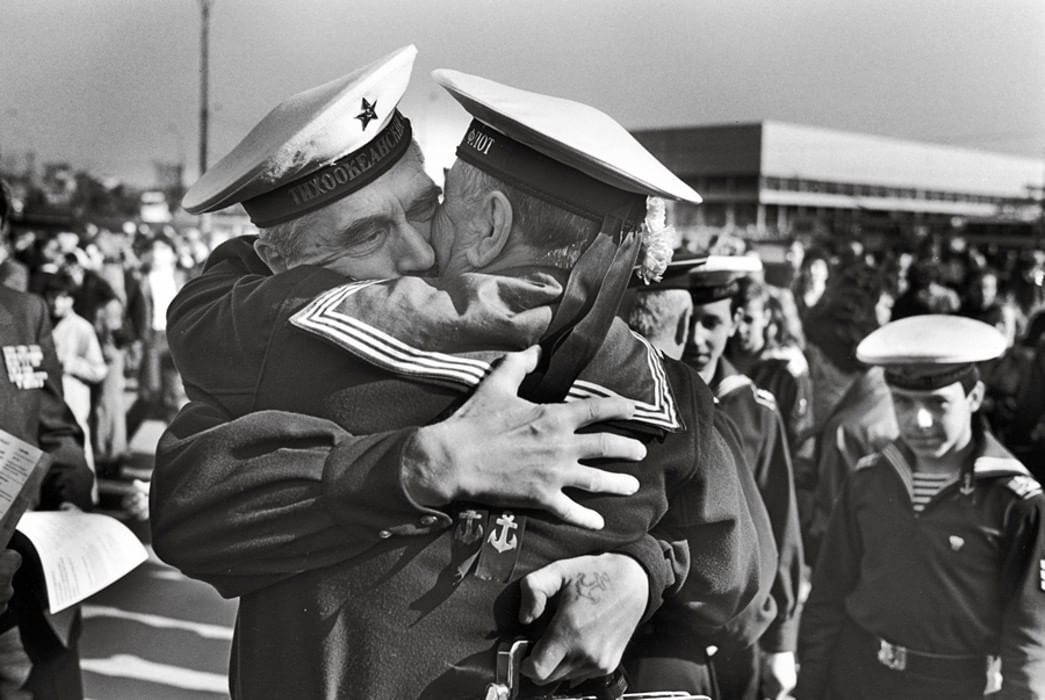 светло-русом черно белые фото моряков днем рождения руководителю