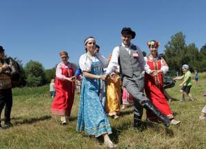 Из светских салонов в русскую деревню