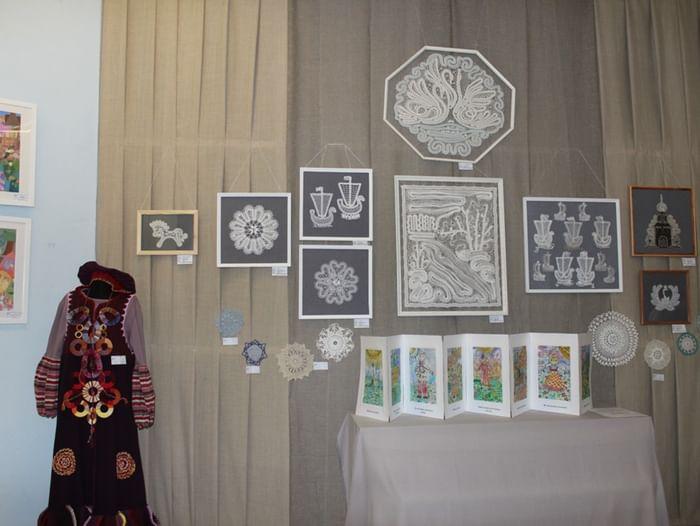 Выставка «Живопись, графика, кружево в работах киришских детей»