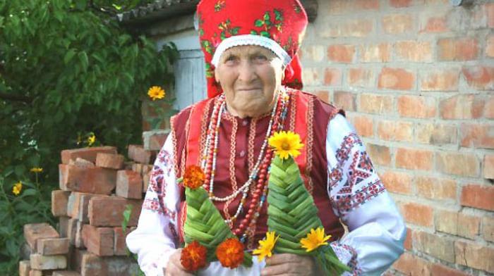 Изготовление обрядовой куклы кукушки в селе Шелаево Валуйского района Белгородской области
