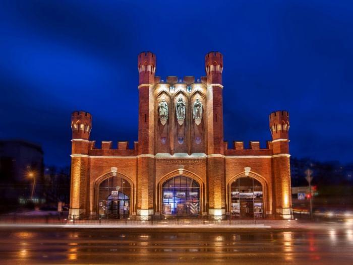 Экспозиции в Королевских воротах: «Под Российской короной» и «Аптека трех королей»